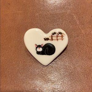 Jewelry - Heart shaped cat pin